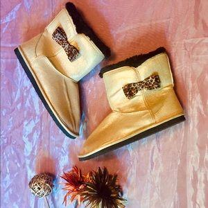 2@35$ - Gold Glitzy New Slipper Boots Size 7/8